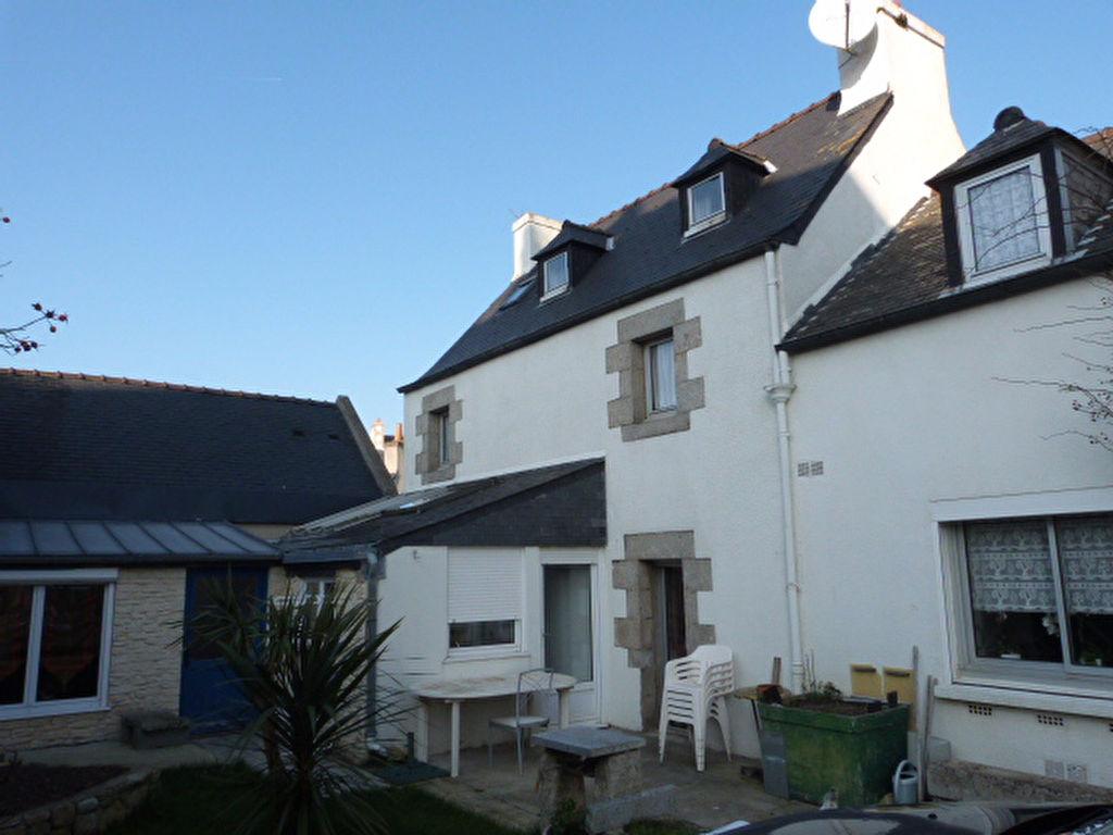 A vendre maison saint pol de leon 137 m 148 500 for Garage renault st pol de leon