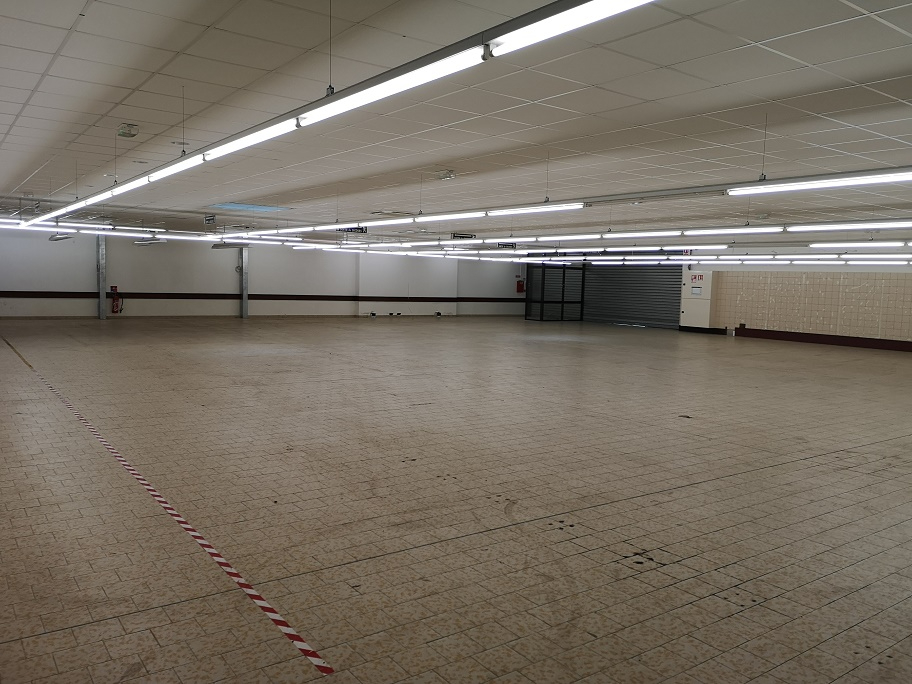 Local commercial  1250 m2